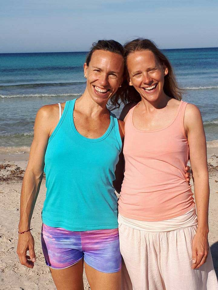 Yoga Lehrer am Strand