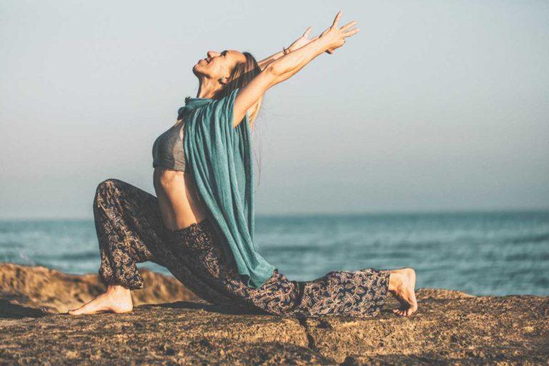 Yoga Übung Mallorca am Strand